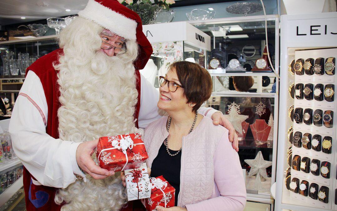 Kultatupa tekee joulun lahjaostoksista helppoa – kelloseppä Tuija Ylitervo antaa parhaat vinkit pukinkonttiin ja kertoo, millainen kello sopisi itse Joulupukille!